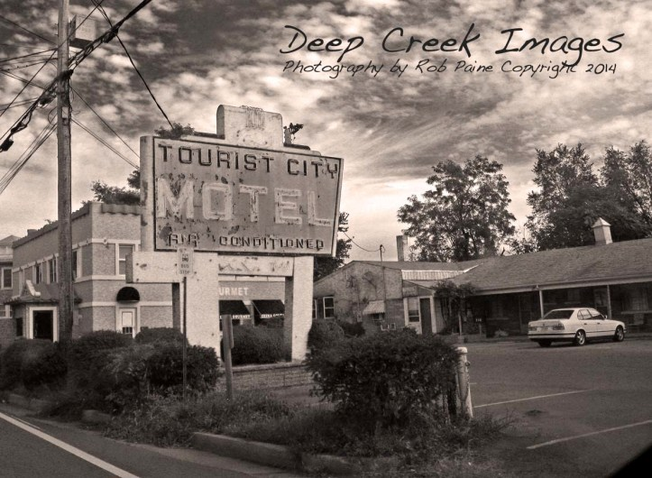 three rob paine motel